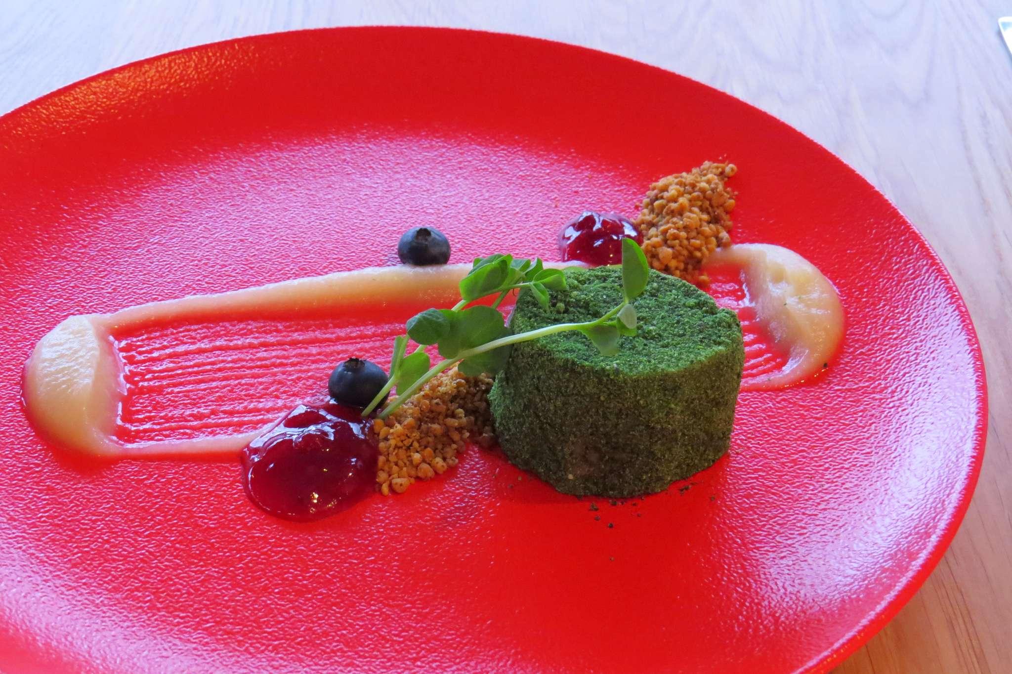 Wątróbka-panierka ziołowa-jabłko-orzechy-żurawina