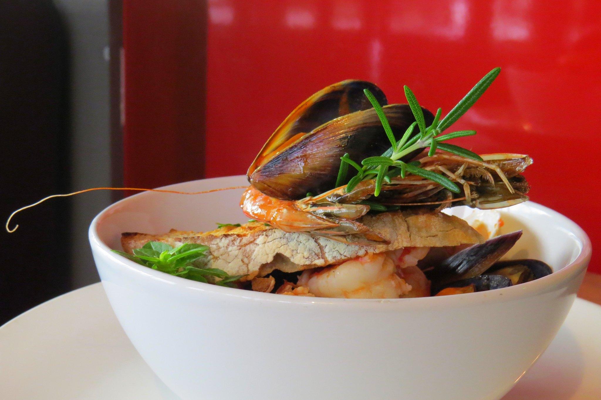 Zupa Frutti di mare - mix owoców morza, seler naciowy, grzanki ziołowe