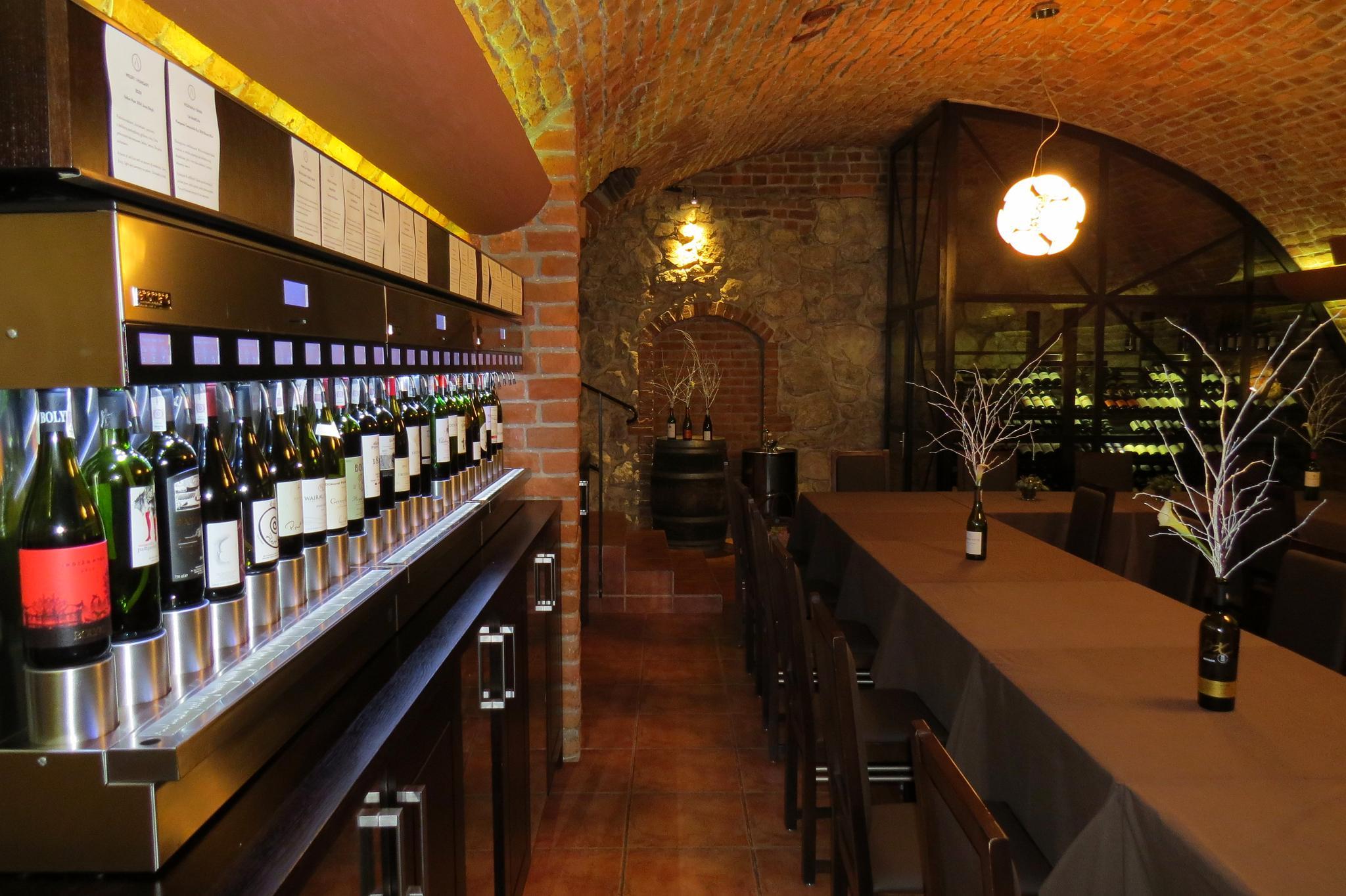 Winiarnia w podziemiach restauracji