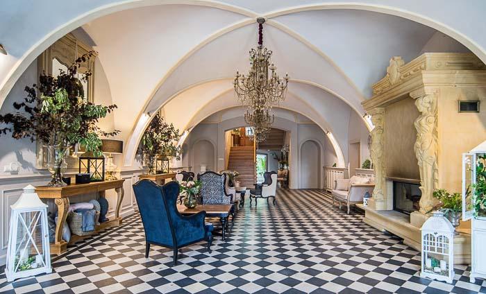 hotel w pałacu lobby