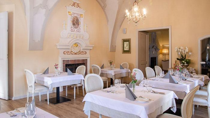 hotel w pałacu restauracja