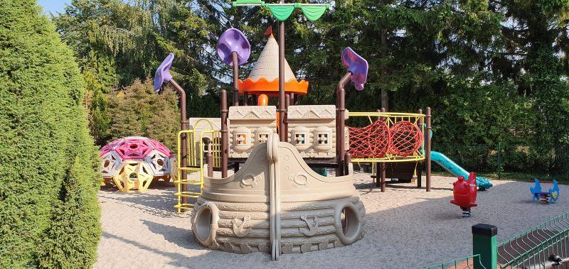 hotele dla rodzin z dziećmi plac zabaw