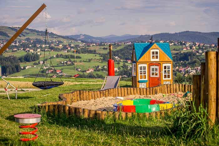 rodzinne hotele w górach plac zabaw
