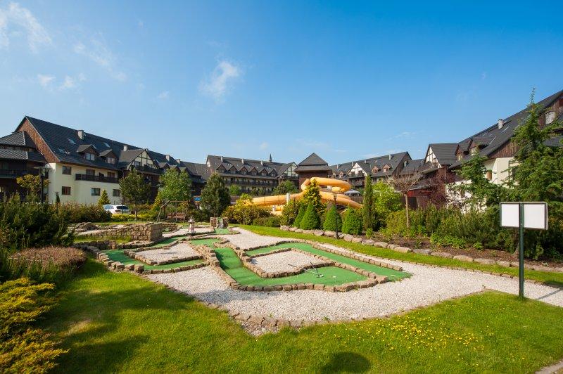 hotel w górach dla rodzin mini golf