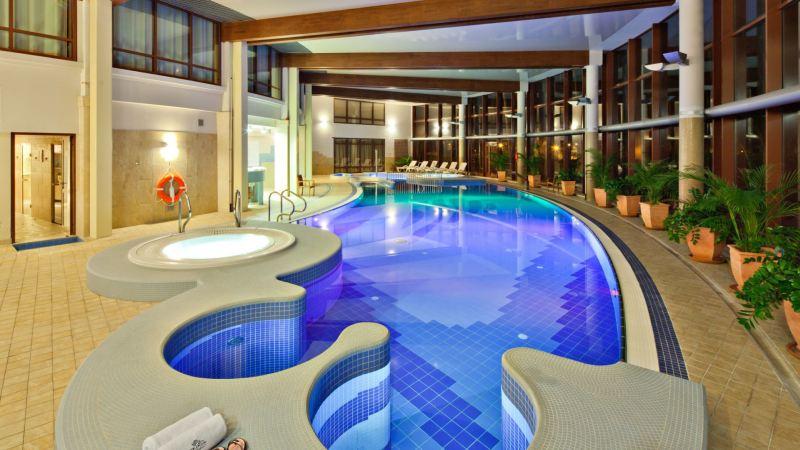 hotel nad morzem basen