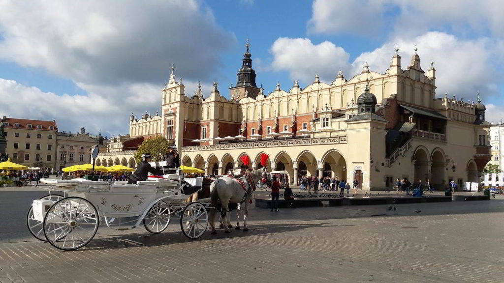 what to see in krakow cloth hall