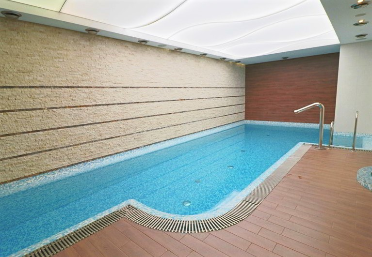 hotel różany gaj basen