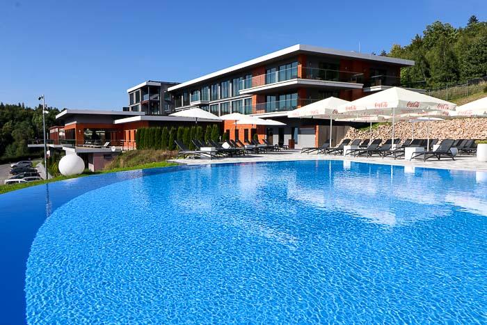 hotel odyssey basen w ogrodzie