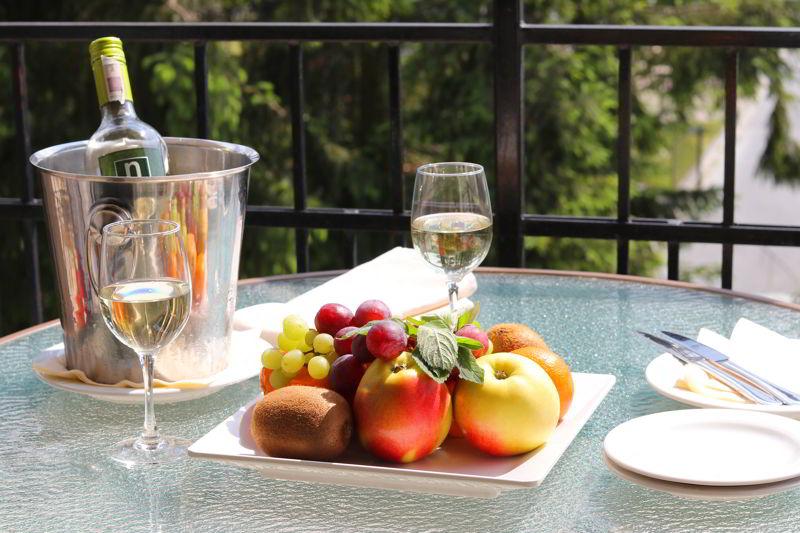 relaks dla dwojga owoce szampan