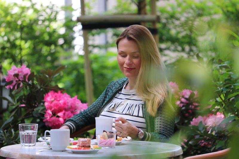 relaks dla dwojga śniadanie w ogrodzie