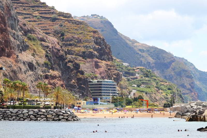 plaże na Maderze Calheta