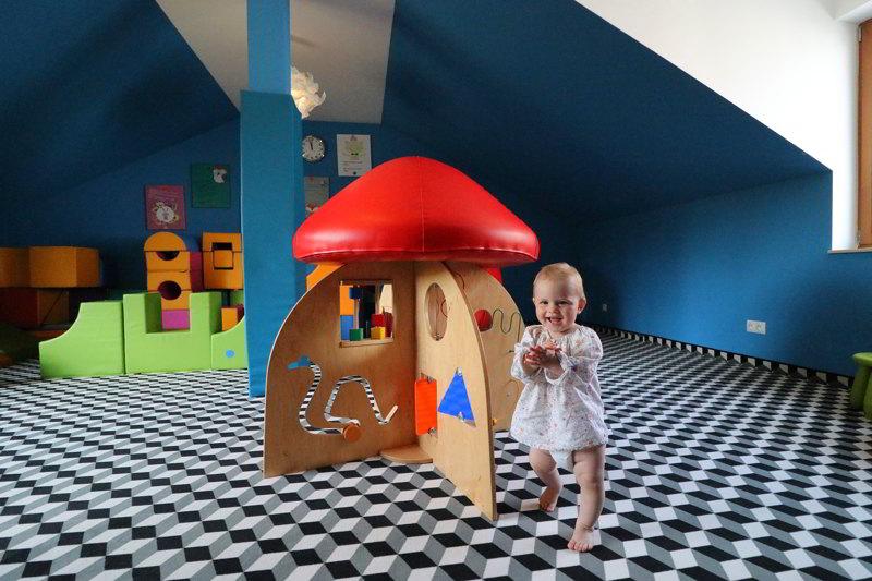 sala zabaw w villi źródło