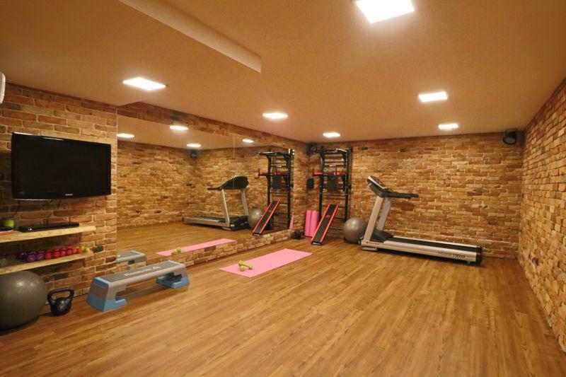 sala fitness w villi źródło