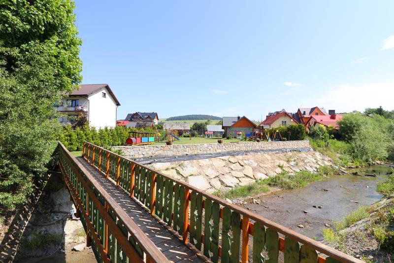 Villa Źródło mostek na rzece