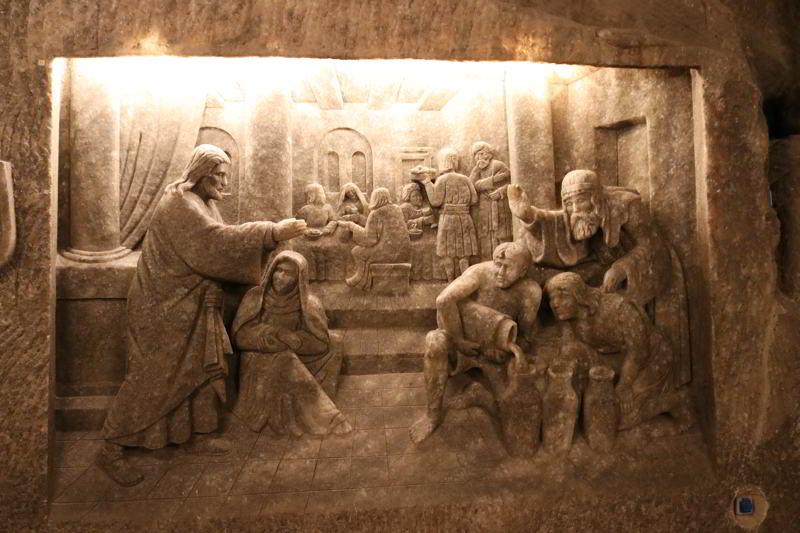 Kaplica świętej Kingi płaskorzeźby