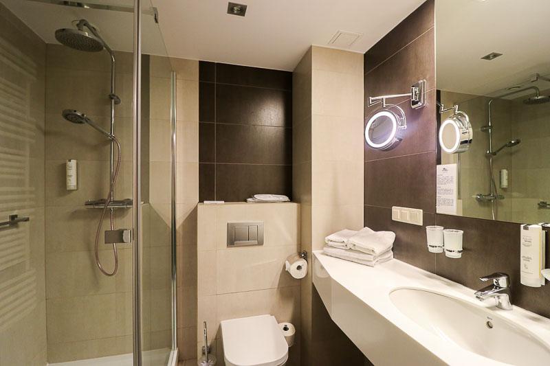 hotel dom zdrojowy łazienka