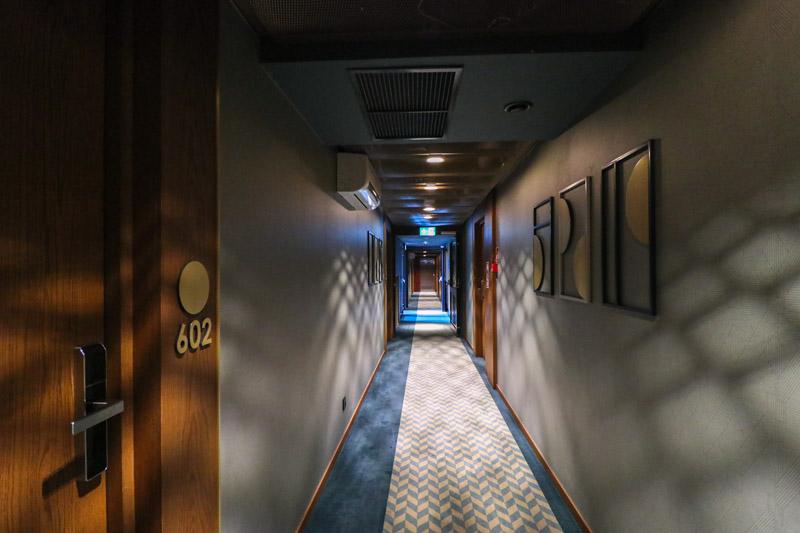 hotel best western premier wrocław korytarz