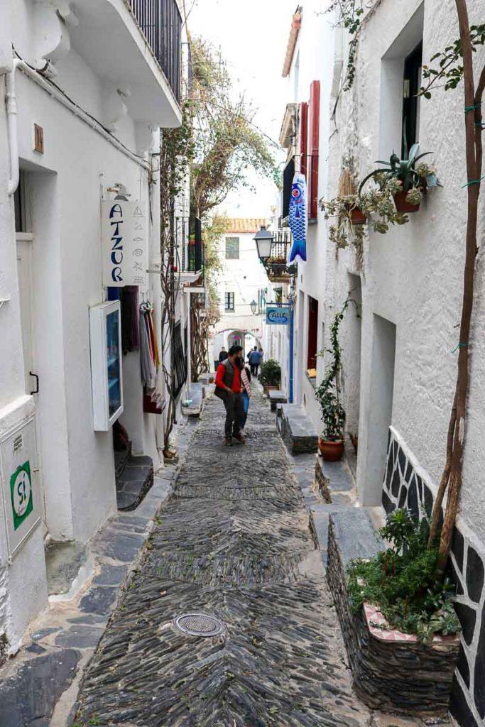 cadaques uliczki na starym mieście