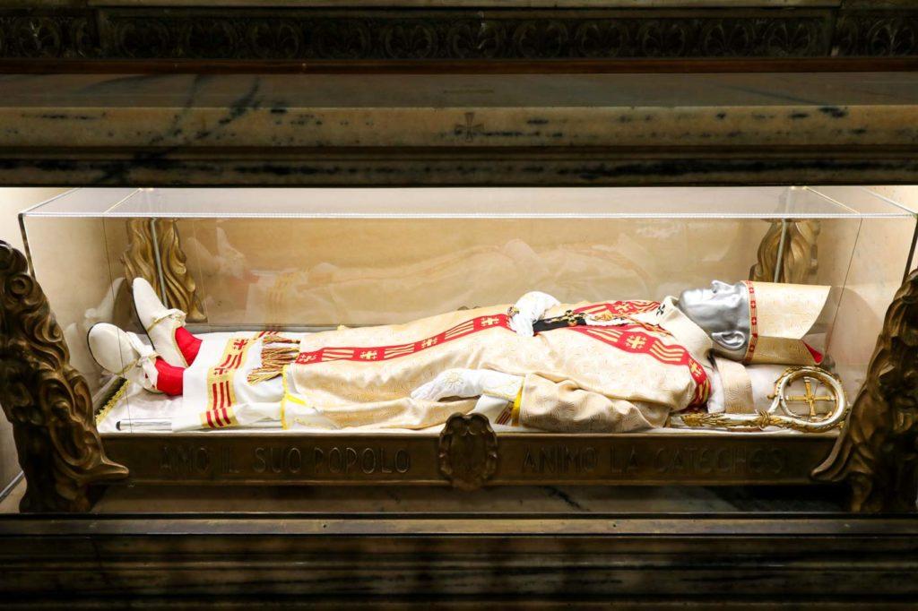 sarkofagi w Katedrze w Mediolanie
