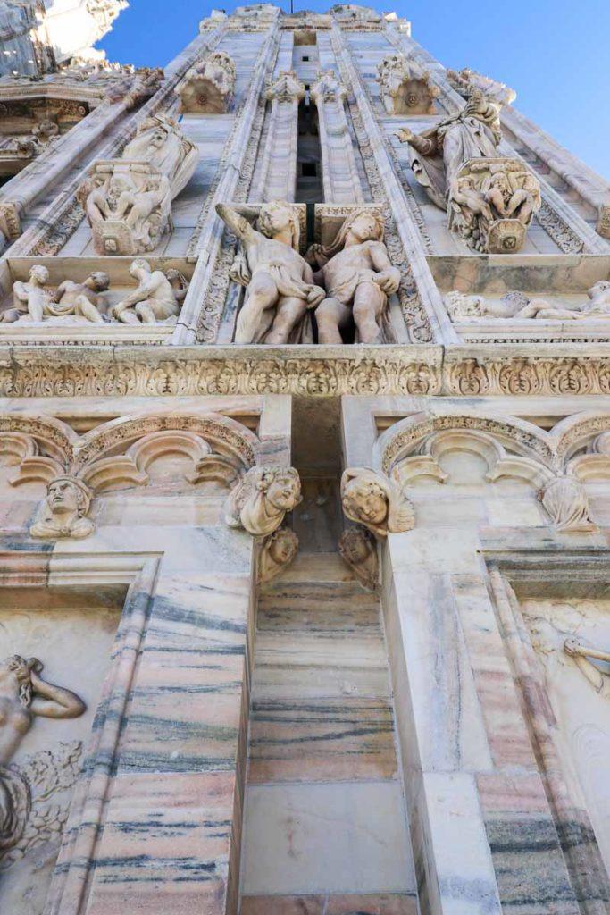 katedra Mediolan rzeźby na fasadzie