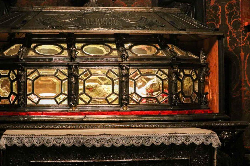 krypta świętego Karola Katedra w Mediolanie