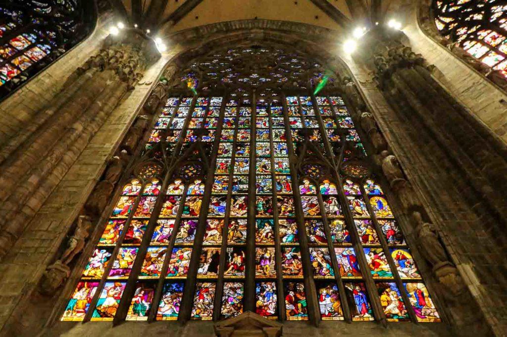 witraże w katedrze Duomo