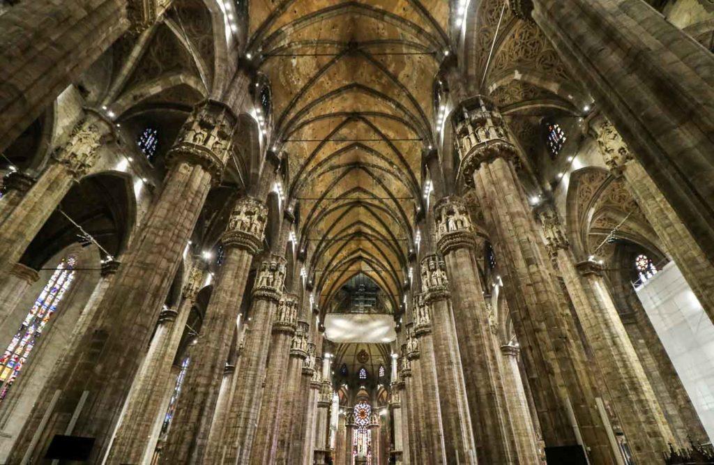 Katedra Duomo Mediolan wnętrza