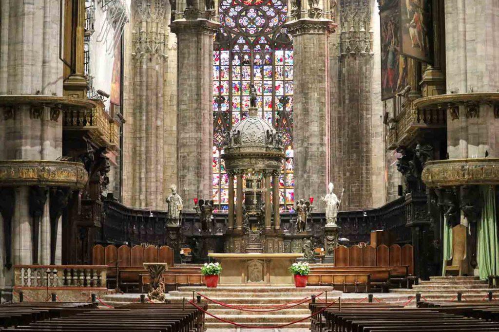 wnętrza katedry w Mediolanie