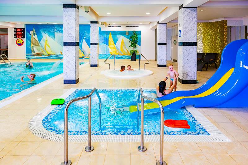 miejsca na wakacje z dziećmi z basenem