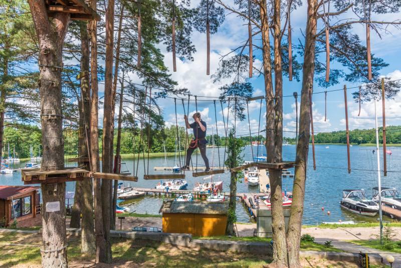 wakacje z dziećmi park linowy