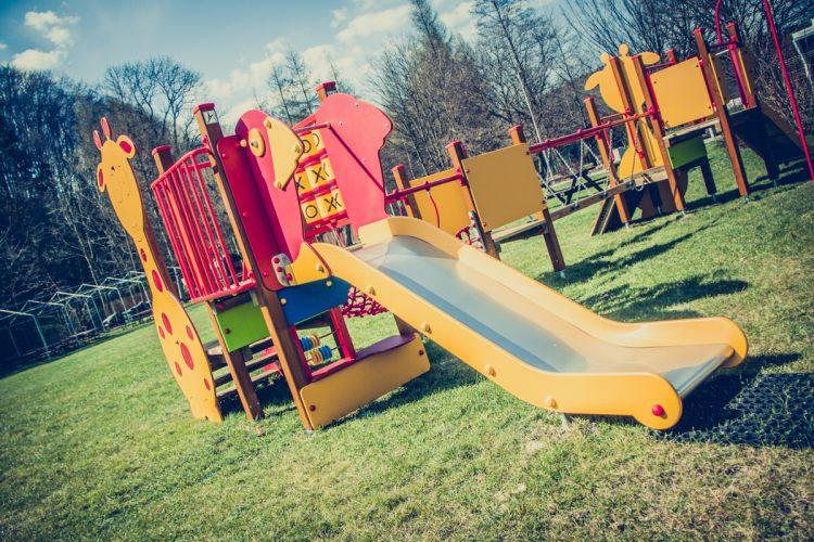 wakacje z dziećmi plac zabaw