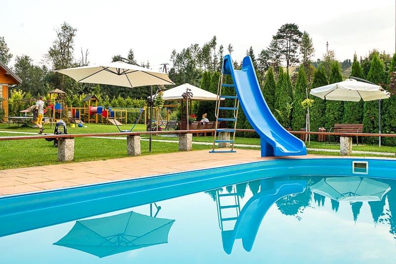 wakacje z dziećmi basen zewnętrzny