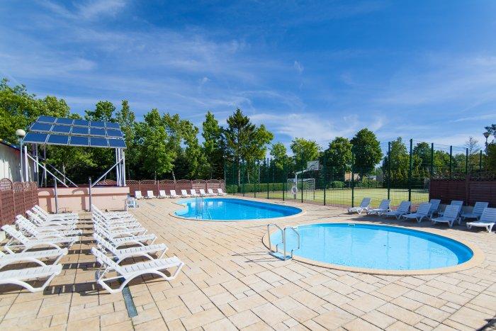 wakacje z dziećmi baseny