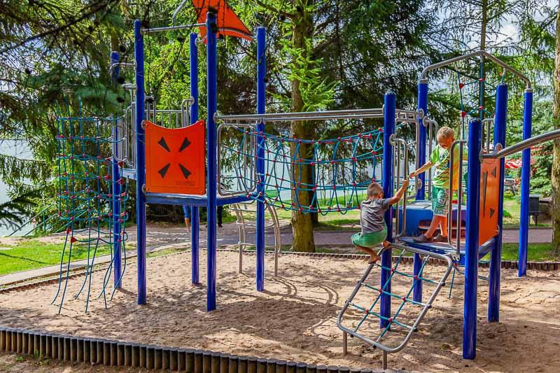 wakacje z dziećmi w Polsce plac zabaw