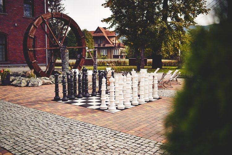 wczasy z dzieckiem szachy wielkoformatowe