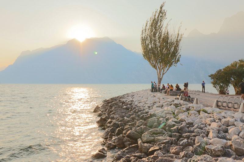 Riva del Garda Torbole zachód słońca