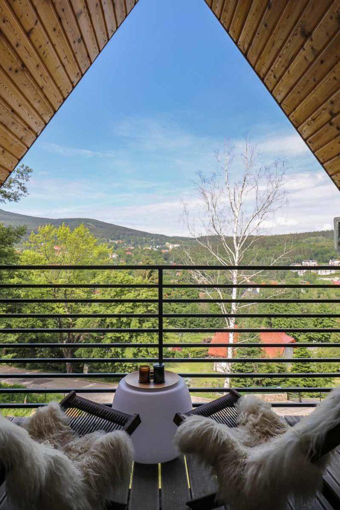 panorama z tarasu w zimowym domku
