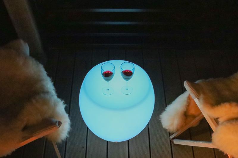 zimowy domek taras nocą