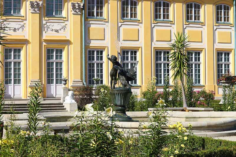 Pałac w Wilanowie fontanna ogród różany