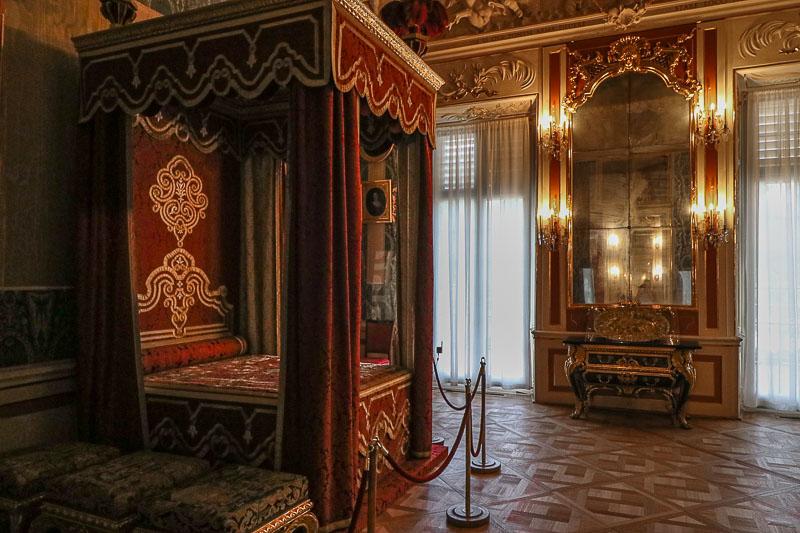 pałac w Wilanowie sypialnia króla