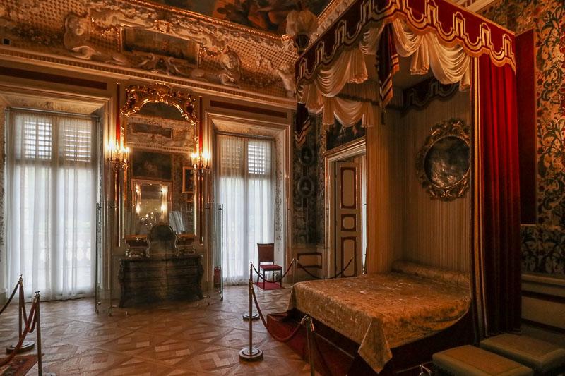 pałac w Wilanowie sypialnia królowej