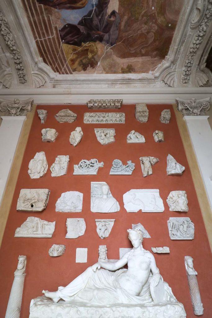 pałac wilanów lapidarium