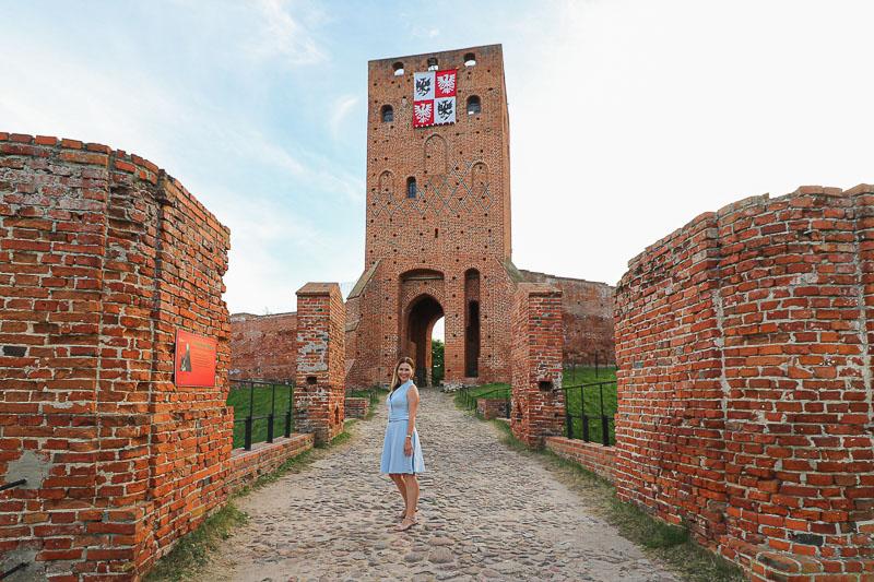 zamek w czersku brama