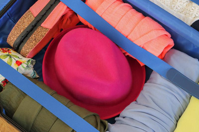 jak spakować walizkę pakowanie kapelusza