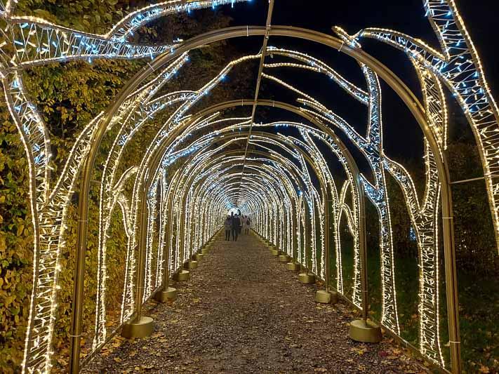 pomysł na ferie spacer w Wilanowie iluminacje
