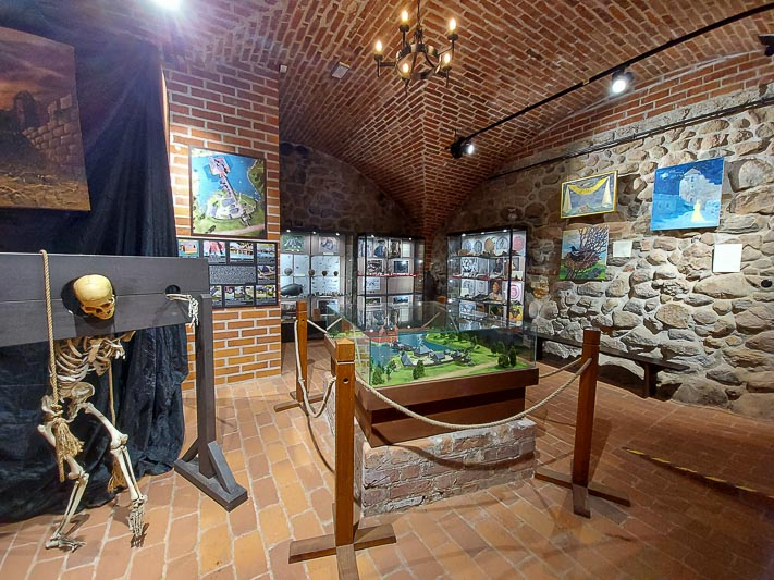zamek w Liwie piwnice zwiedzanie