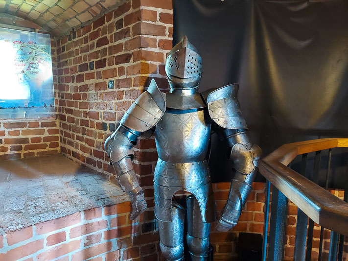 zamek w ciechanowie zbroja rycerska